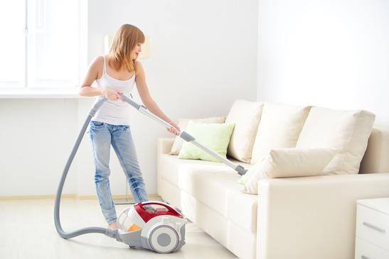 Polstermöbel reinigen: Tipps gegen Alltagsflecken
